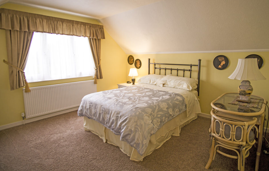 Finisterre Bedroom Three Bed and Breakfast Chichester
